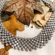 🇨🇿 Elegantní a nadčasový náhrdelník vyrobený z bílého 18karátového zlata a 609 diamantů briliantového brusu každý o váze 0,08 až 0,09 ct, barvy G-F a čistoty VS-Si. Celková váha drahých kamenů činí 50ct. . . . 🇬🇧 Elegant and timeless necklace made of white 18 carat gold and 609 brilliant cut diamonds each weighing 0.08 to 0.09 ct, G-F color and VS-Si purity. The total weight of the gemstones is 50ct. . . . . . . . . . #starozitnesperkyspribehem #ring #italy #prague #brilianty #cinolterantique #diamonds #antiques #prsten #šperk #starozitnosti #necklace #gold #instagood #artdeco #jewelryart #handmade #igerscz #antiquescinolter #dobrerano #art #antiquity #loveit