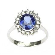 Moderní prsten vyrobený z bílého 14karátového zlata zdobený v korunce modrým safírem vynikající kvality (přírodní neupravovaný), indikace barvy Barma, oválného brusu.  . . . Modern ring made of white 14 carat gold decorated in the crown with blue sapphire of excellent quality (natural untreated), indication of the color Burma, oval cut. . . . #starozitnesperkyspribehem #loveyou #prague #jewelry #cinolterantique #modra #antiques #safir #sapphirre #starozitnosti #sperky #instagood #goldsmith #artdeco #vanityfairvintage #igerscz #antiquescinolter #cinolter #hellooctober