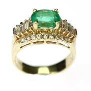🇨🇿 Prsten vyrobený ze žlutého 14karátového zlata zdobený kolumbijským smaragdem o váze 1,37 ct, diamanty briliantového brusu ( 18 x 0,015 ct) a diamanty bagetového brusu ( 8 x 0,08 ct).  . . .  🇬🇧 A ring made of yellow 14 carat gold decorated with a 1.37 ct Colombian emerald, brilliant cut diamonds (18 x 0.015 ct) and baguette cut diamonds (8 x 0.08 ct). . . . 65 000 Kč / 2 500 EUR  . . . . . . . . . #starozitnesperkyspribehem #rings #loveyou #prague #jewelry #cinolterantique #smaragd #antiques #emerald #smaragdovyprsten  #starozitnosti #sperky #gold #instagood #goldsmith #jewelryart #vanityfairvintage #igerscz #antiquescinolter #dobrerano #art #antiquity #praha