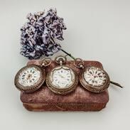 """Stříbrné dvouplášťové kapesní hodinky s porcelánovým malovaným ciferníkem a římskými číslicemi. Byly vyrobeny ve 2.polovině 19.století ve Štýrském Hradci v Rakousku, od toho vznikl lidový název tzv. """" štýrky"""". . . . Silver double-pocket pocket watch with a porcelain painted dial and Roman numerals. They were made in the second half of the 19th century in Graz, Austria, hence the popular name of the so-called """"štýrky"""". . . #antique #historie #prague #slowfashion #cinolterantique #kapesnihodinky #antiques #graz #pocketwatch #starozitnosti #štyrky #kapesnihodinky #newborn #goldsmith #christmas #prague #igerscz #vanoceprichazeji #presentforhim #christmascoming"""