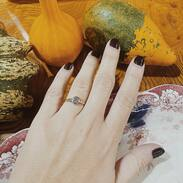 Také milujete podzimní barevnost?  Mě dnes zdobí prsten se starobrusným diamantem, vynikající barvy F 😻🎃  . . . Do you also love autumn colors? Today I am decorated with a ring with an old diamond, excellent color F  12 000 Kč / 462 EUR   #ring #autumncolors #prague #brilianty #cinolterantique #diamonds #antiques #prsten #ahoj #starozitnosti #sperky #gold #instagood #50leta #jewelryart #handmade #igerscz #antiquescinolter #dobrerano #art #antiquity #praha