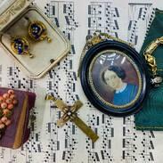 💚 milujeme starožitnosti a zajímá nás, které máte nejraději vy? sošky, sklo, obrazy, šperky? #antiqueslover  #prague #antiquescinolter #antiquesforsale #monday #antiques