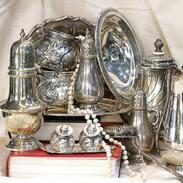 Stříbrné poklady. Nejen, že jsou staré stříbrné předměty krásné, ale také věci v nich uchovávané jsou díky stříbru dezinfikováné! Přijďte si k nám vybrat ty nejlepší.  Silver treasures. The old handmade silver objects are not only beautiful, but also the things stored in them are disinfected thanks to silver material! Come to us to choose the best ones! . . . . #cinolterantiques #ring #cartier #antique #miluju #mensstyle #tiffany #starozitnosti #pearl #moments #brand #styl #luxury #red #igelifecz #dekuju #cartierlove #summer #den #antiques #tripadvisor #pragueshopping #letime #instagood #instagood #silver #leto #igerscz #leto
