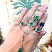 🇨🇿 Zářijové novinky u Antiques Cinolter! Prsteny se smaragdy, diamanty a safírem.  . . . 🇬🇧 September news at Antiques Cinolter! Rings with emeralds, diamonds and sapphire. . . . . . . . . . #starozitnesperkyspribehem #prsten #prague #zari #cinolterantique #emeraldring #antiques #emerald #necklace #starozitnosti #sperky #gold #instagood #sperk #jewelryart #vanityfairvintage #igerscz #antiquescinolter #dobrerano #art #smaragd #praha