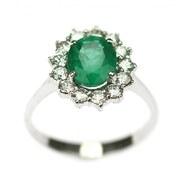 Prsten vyrobený ve stylu art-deco z bílého zlata zdobený v centru smaragdem oválného brusu o váze 1,84 ct a starobrusnými diamanty! . . An art-deco ring made of white gold decorated in the center with an emerald oval cut weighing 1.84 ct and old cut diamonds! . . . 65 000 Kč / 2 600 € . . . #rings #loveyou #prague #jewelry #cinolterantique #diana #antiques #emerald #smaragd #starozitnosti #sperky #gold #instagood #goldsmith #jewelryart #vanityfairvintage #igerscz #antiquescinolter #dobrerano #art #antiquity #praha