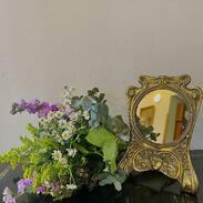 Bronzové zrcadlo s krásnými secesními motivy, vyrobené kolem roku 1910.   #artnouveau #mirrors #secese #prague #cinolterantiques #starozitnosti #antiques #antiquesforsale #flowers #happyweekend