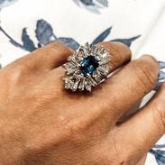 Zajímavý  zlatý prsten se safírem a diamanty  Interesting gold ring with sapphire and diamonds . . . . .  #starozitnesperkyspribehem  #loveyou #prague #jewelry #cinolterantique #tripadvisor #antiques  #saintvalentinesday #gift #diamonds #diamond #diamond #instagood #goldsmith #sapphire #laska #vanityfairvintage #igerscz