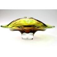 MÍSA Z HUTNÍHO SKLA, NOVÝ BOR ~~~~ Větší mísa na ovoce vyrobená z probarvovaného čirého hutního skla v Novém Boru v 60. - 70. letech 20. století.   1.800 Kč   #misanaovoce #fruitbowl #glass #czechglass #hutnisklo #glassart #czechantiques #cinolterantiques #ceskesklo #prague #novybor #sklonovybor #summervibes #starozitnosti #antiques