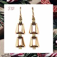 🇨🇿 Zlaté náušnice z období 20.-30. let 20. století  .  🇬🇧 Gold earrings from the 20s - 30s of the 20th century . . . . . . . . #starozitnesperkyspribehem #adventnikalendar #adventcalendar #antique #historie #prague #slowfashion #cinolterantique #adventnikalendar #antiques #advent #nausnice #starozitnosti #artdeco #prosinec # vanoce2020 #goldsmith #christmas #prague #igerscz #vanoceprichazeji #presentforher #christmascomingsoon