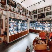 Nesmírně se těšíme, že 10.května OTEVŘEME 🤍   #opening  #happytime #antiquescinolter #prague #starozitnostivcentruprahy #starozitnosti #jewelry #jewishquarter #maiselova #artistsoninstagram #uziteumeni #artnouveaujewelry #artdeco