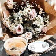 Přejeme Vám pohodovou a klidnou neděli.  #starozitnesperkyspribehem #goodmorning #antiques #misenporcelan #meissen #meissenporcelain #peonies #pinkpeonies #love #happywednesday #morningritual #cupofcoffee #dobrerano #praha #prague #antiques #vaseofpeonies #cinolterantique