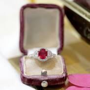 🇨🇿 Zlatý prsten s rubínem a diamanty 💕  .  🇬🇧 Gold ring with ruby and diamonds  . . . .  #starozitnesperkyspribehem #czechrepublic #ring #magnificentcombination #ruby #cinolterantique #travelcz #tripadvisor #prsten #love #antique #heritage #Praha #gold #slowfashion #gotogether #beutyandbeast #instagood #christmas #klenoty #ruby #antiqueshop #shoppingonline #luxury #igerscz #threemagi #lovevintage