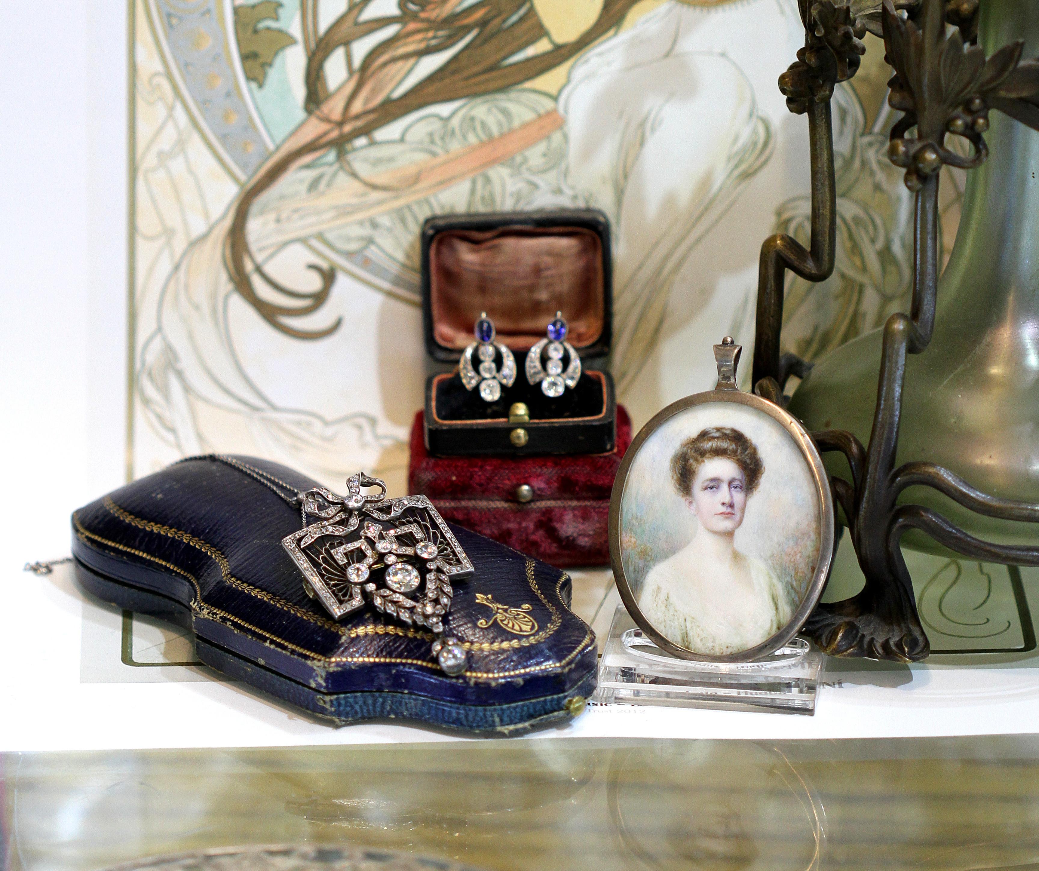 Zhlédněte se vnoblese šperkařské secese