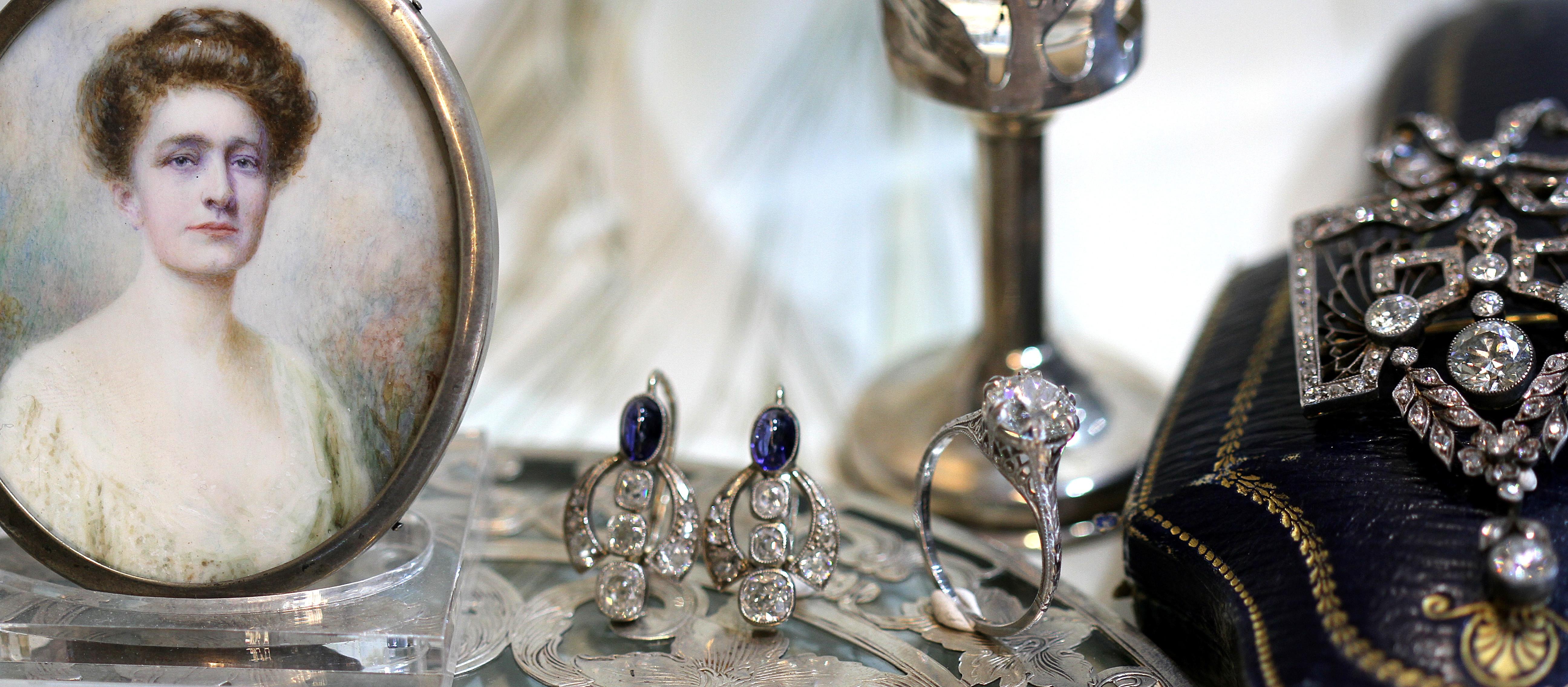 Starožitné šperky jako dárek nebo investice