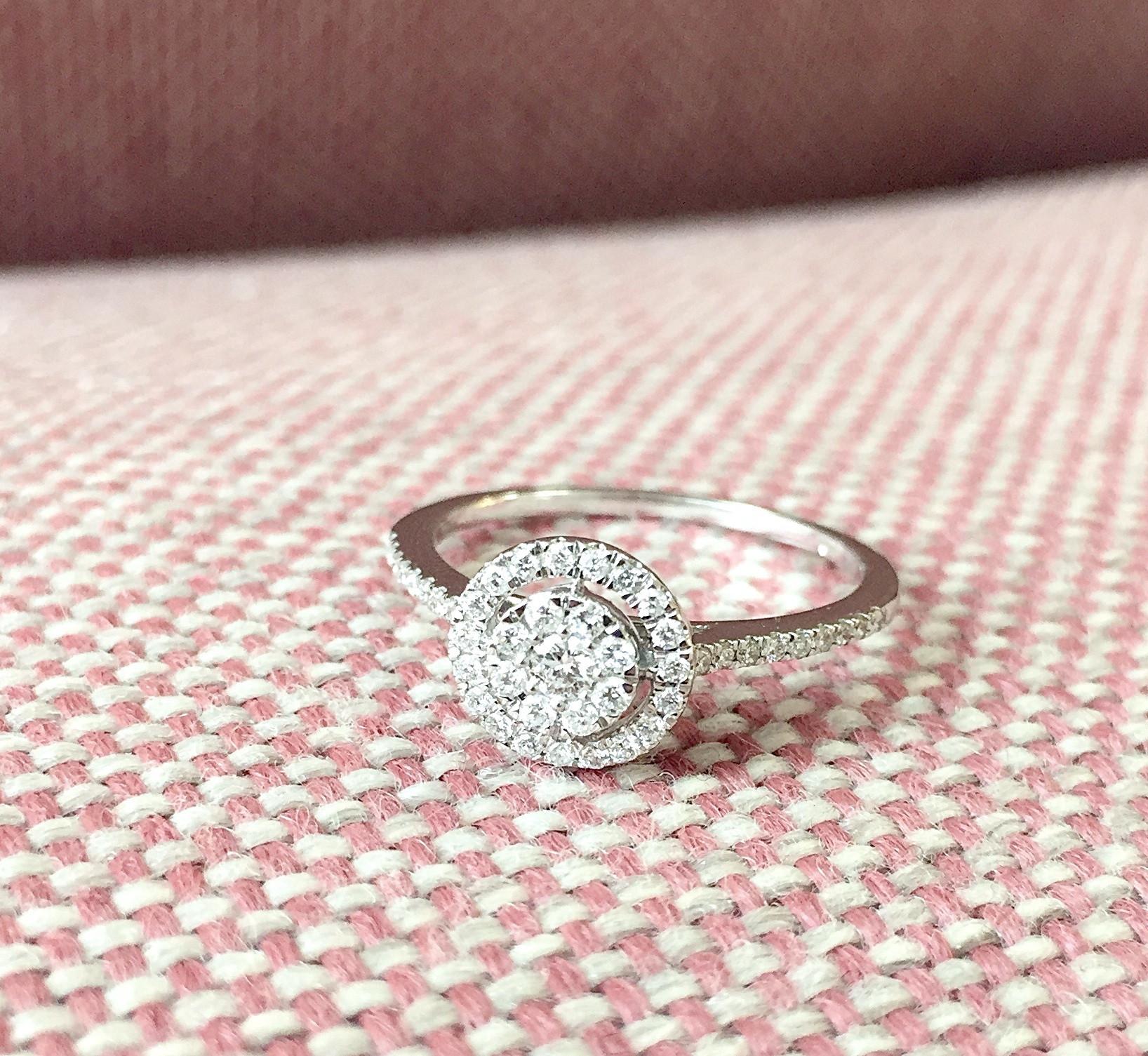 Darujte zásnubní prsten spříběhem